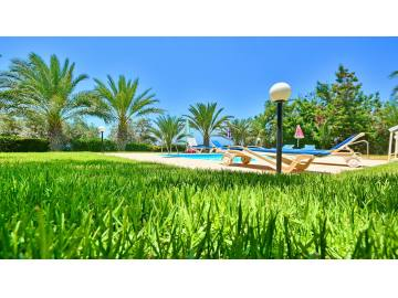 project for sale with 6 holiday villas ,great income