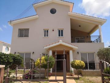 House for rent in Ayia Marinouda including pool and garden maintenance