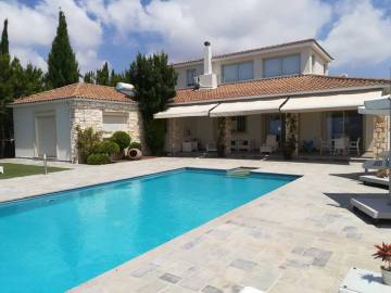 4 bedroom detached luxury house for long term rent