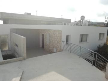 4 bed partly furnished in Peyia