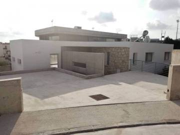4 bedroom detached modern house in Peyia