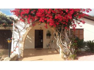 3 bedroom detached with private pool for long term rent in Tala