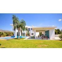 4 bed modern villa in Coral bay